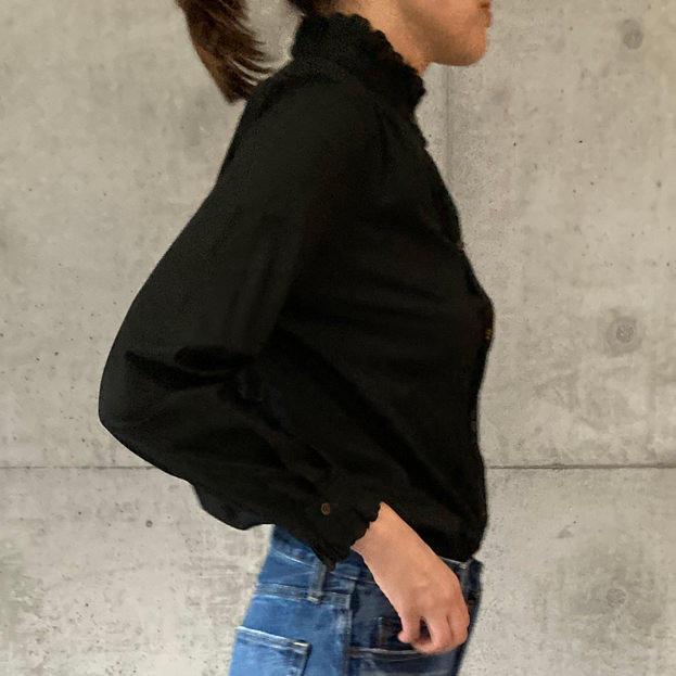 スカラエンブロイダリーシャツ ブラック×ブラック